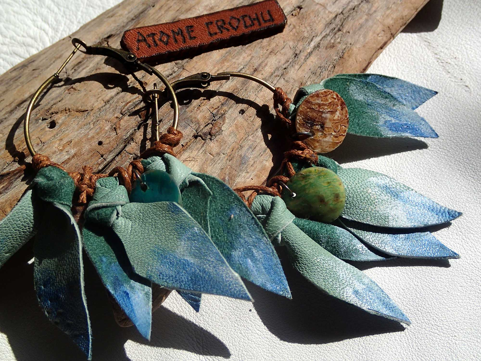 Atome-Crochu-_-product-_-boucle-doreilles-creoles-en-cuir-collection-botanic-01