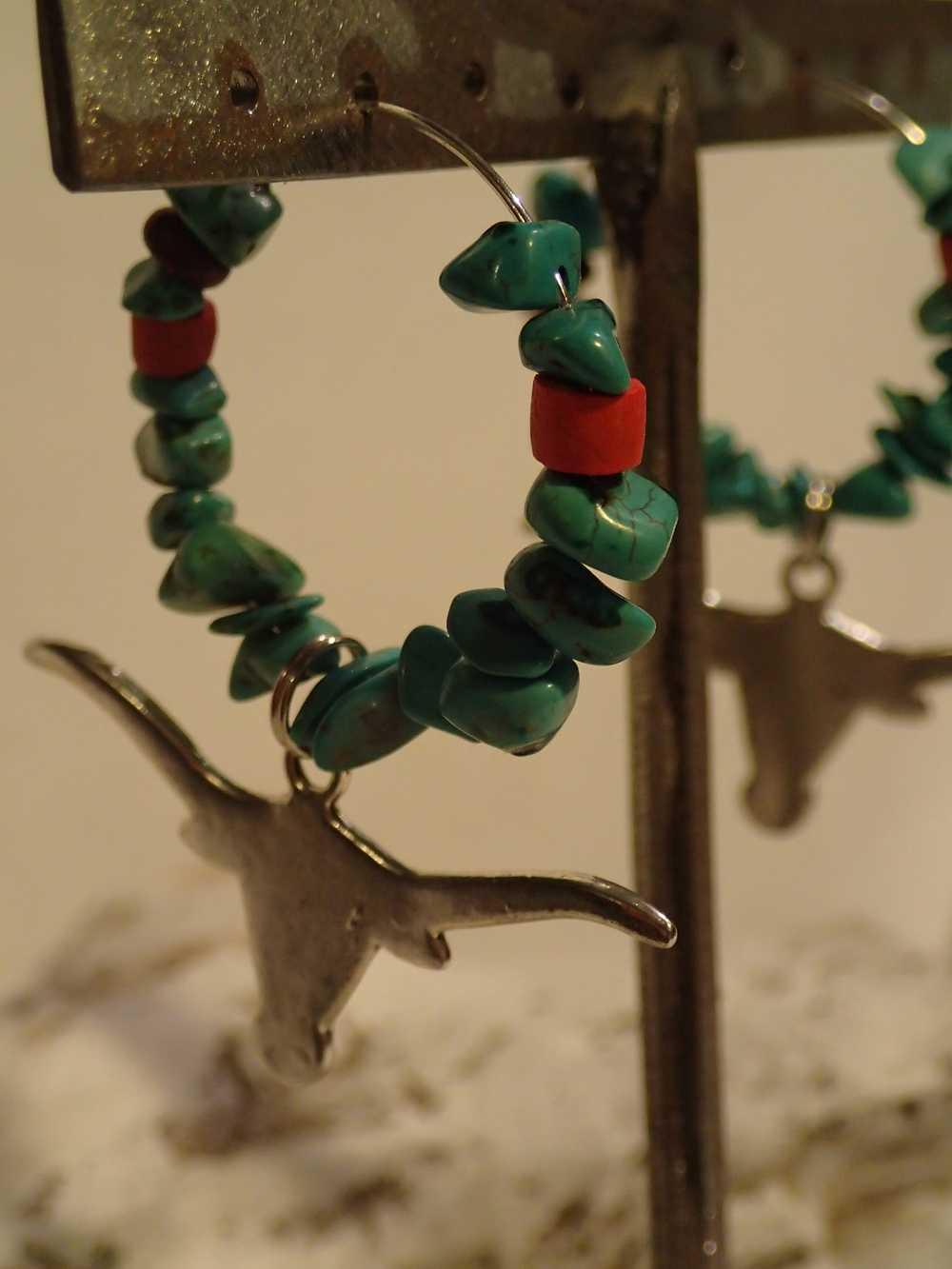 Atome-Crochu-_-product-_-boucles-doreilles-creole-avec-turquoises-et-tete-de-buffle-01