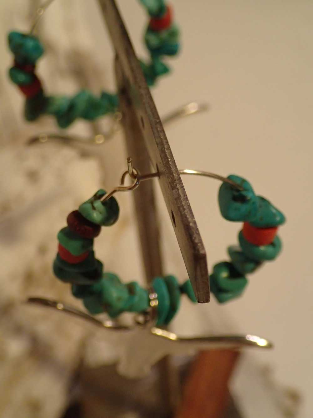 Atome-Crochu-_-product-_-boucles-doreilles-creole-avec-turquoises-et-tete-de-buffle-03