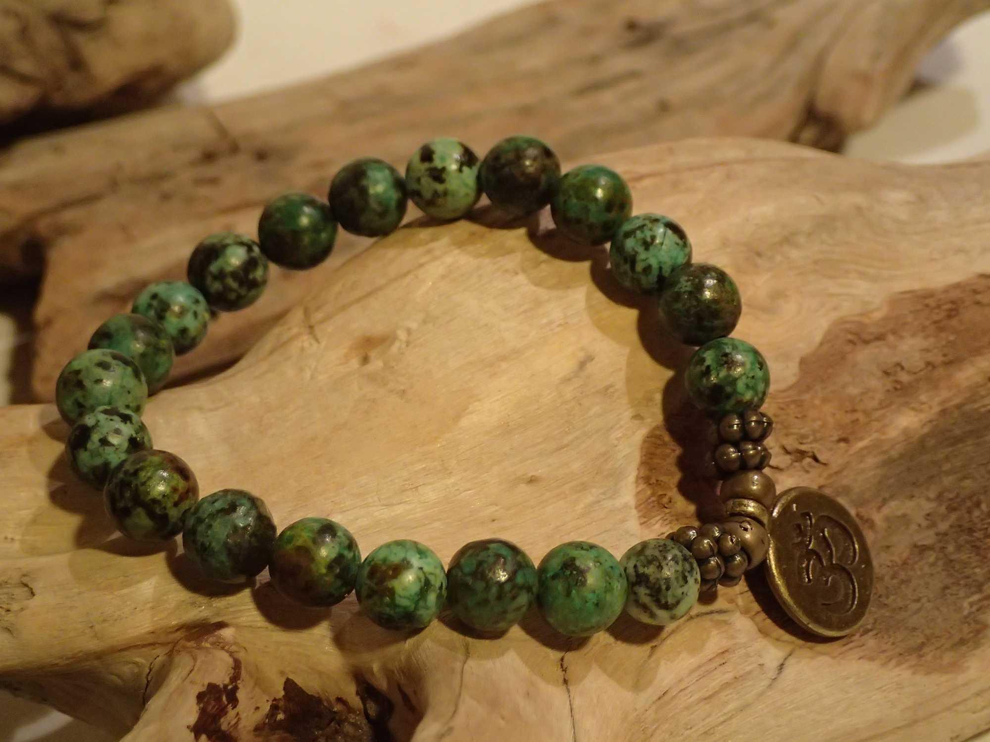 Atome-Crochu-_-product-_-bracelet-en-pierres-turquoise-dafrique-medaille-om-cuivree-03