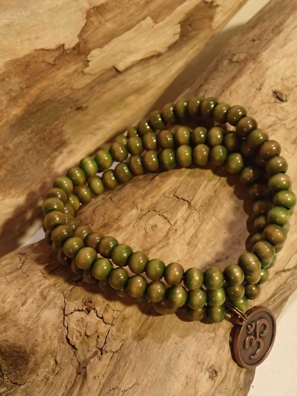 Atome-Crochu-_-product-_-collier-bracelet-mala-tibetain-en-bois-et-om-indien-02